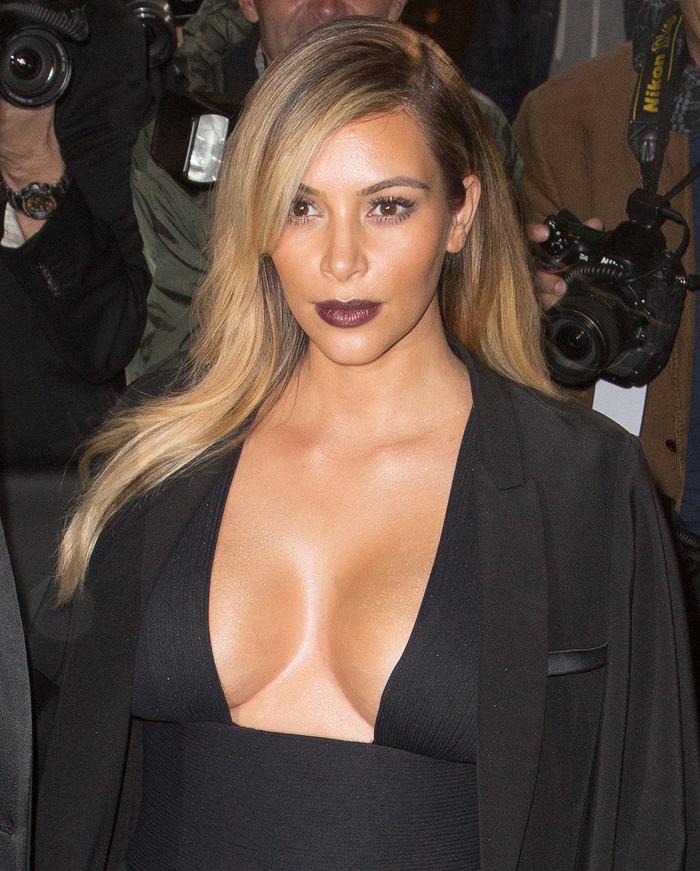 Как подчеркнуть грудь с помощью макияжа 2