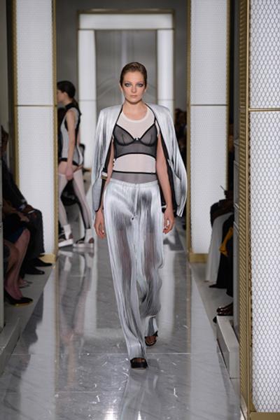 Дебютный показ La Perla на Неделе высокой моды в Париже | галерея [1] фото [3]