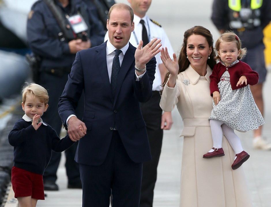 Принц Георг, принц Уильям, Кейт Миддлтон и принцесса Шарлотта