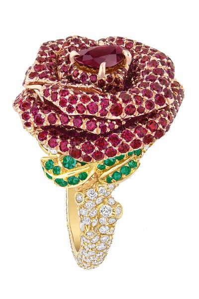 Кольцо, желтое и розовое золото, бриллианты, рубины, изумруды, коллекция Rose Dior Bagatelle, Dior, бутики Dior.