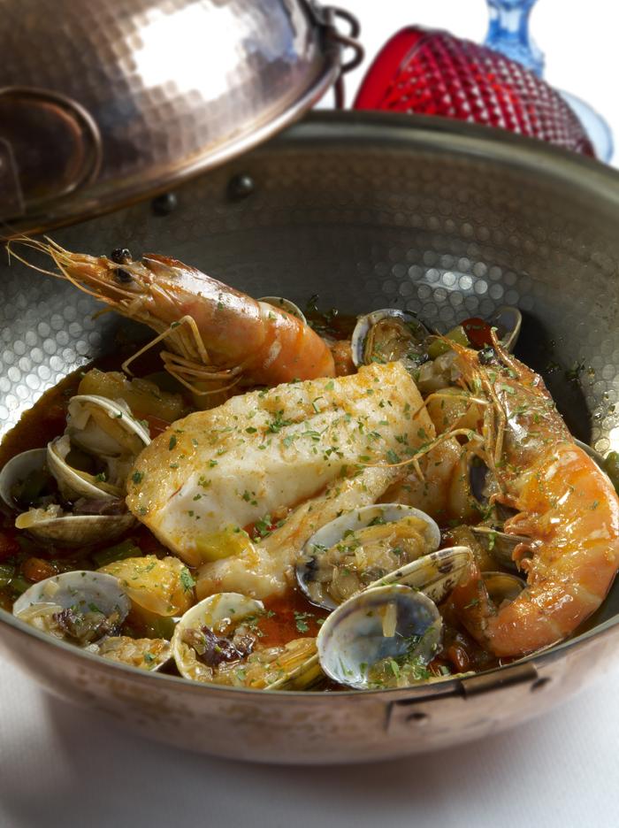 Поужинать в ресторане португальской кухни