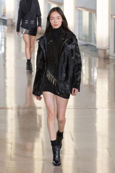 Показ Anthony Vaccarello на Неделе моды в Париже | галерея [2] фото [8]