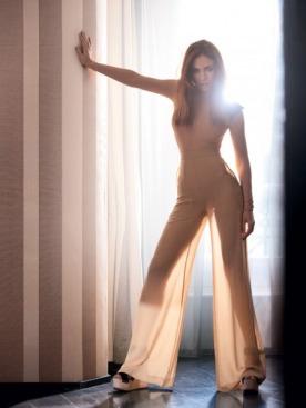 Боди, брюки из шелка, босоножки, все — Céline; кольцо, рубин, бриллианты, Chopard; серьги, черные бриллианты, бриллианты,  de Grisogono