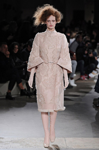 Неделя моды в Париже: показы Alexander McQueen и Paul & Joe ready-to-wear осень — зима 2015-2016 | галерея [1] фото [9]