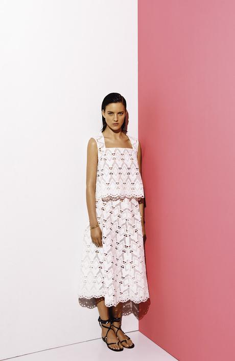 Марка Maje выпустила коллекцию белоснежных нарядов для лета