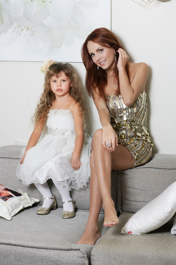 Певица Максим с дочерью