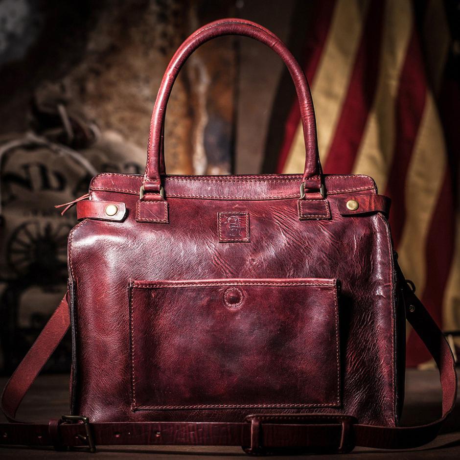 Кожаная сумка от Блейк Лайвли