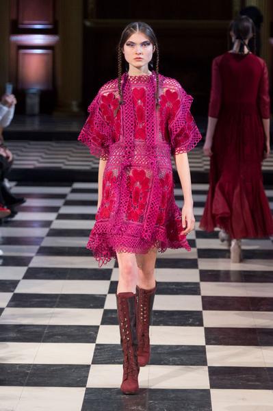 Самые красивые образы Недели моды в Лондоне | галерея [1] фото [85]