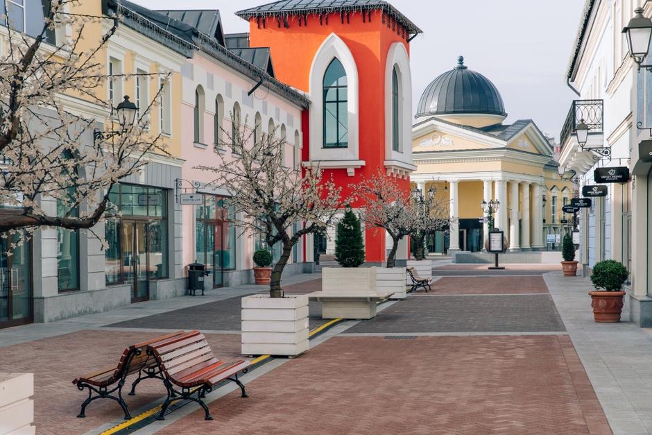 В Outlet Village «Белая Дача» появились магазины Boss, Van Laack, Oasis и Strellson
