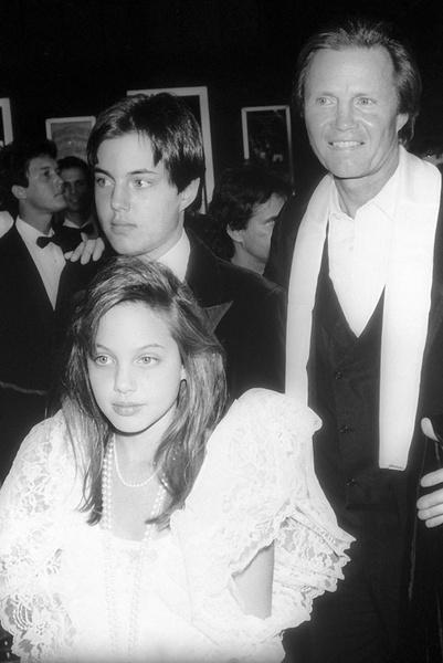Джон Войт с детьми - Анджелиной Джоли и Джеймсом Войтом