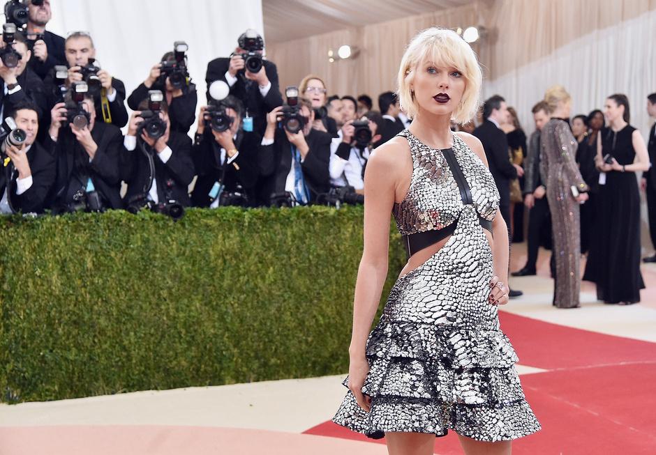 Тейлор Свифт названа самой высокооплачиваемой певицей современности