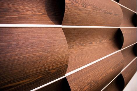 Панели Wave Wall, Wovin Wall, имеют волнообразную поверхность.