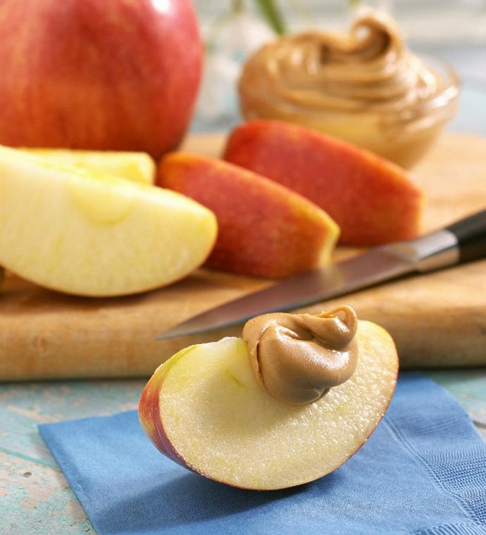 Яблоки с арахисовым маслом