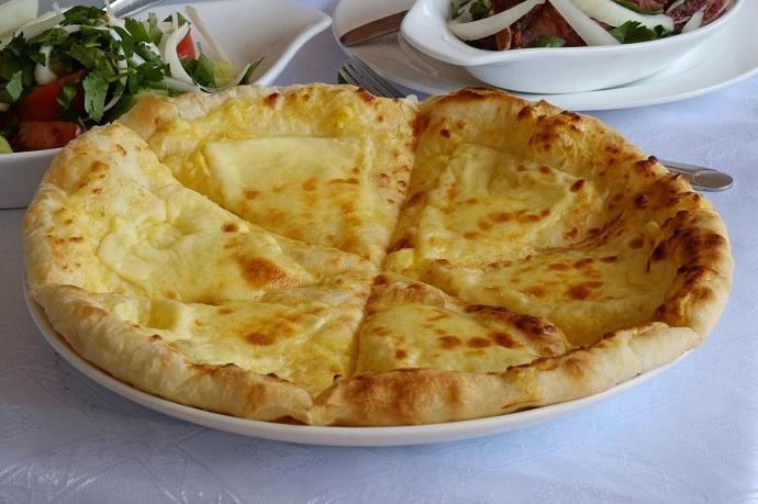 Генацвале: Как приготовить идеальное хачапури с сыром?