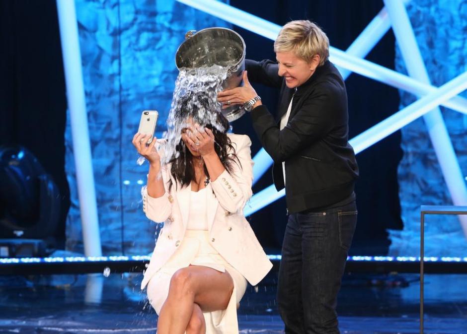 Ким Кардашьян приняла участие в Ice Bucket Challenge