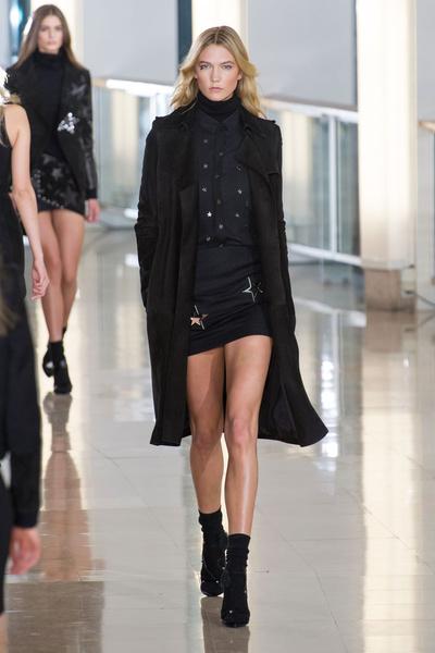 Показ Anthony Vaccarello на Неделе моды в Париже | галерея [2] фото [23]