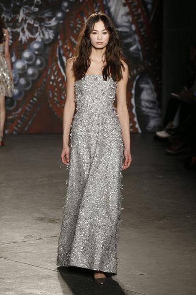 Самые роскошные вечерние платья Недели моды в Нью-Йорке | галерея [2] фото [4]