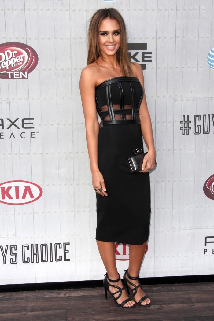 Стиль Джессики Альбы: черное платье-бюстье