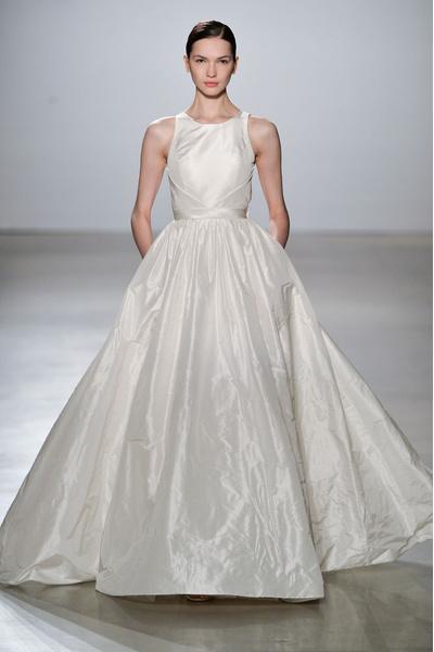 50 самых красивых платьев со Свадебной Недели Моды в Нью-Йорке | галерея [1] фото [48]