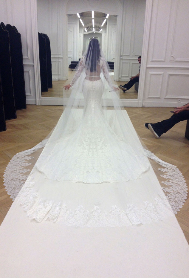 Ким Кардашьян и Канье Уэст отметили годовщину свадьбу