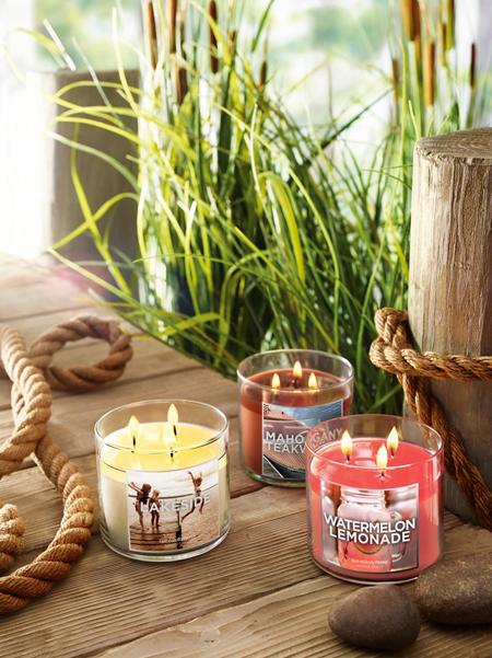 Bath & Body Works выпустил летнюю коллекцию свечей Lakeside Summer