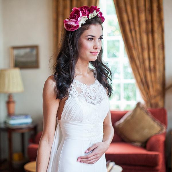 Как украсить цветами свадебную прическу? | галерея [1] фото [4]