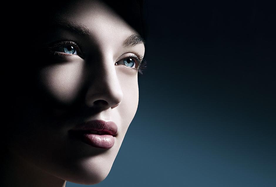 Особая техника нанесения beauty-средств, позволяющая вернуть взгляду юность