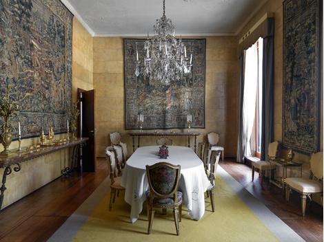 Облик парадной столовой изменился в 1950-х годах: декоратор Томазо Буцци украсил ее 30-рожковой хрустальной люстрой и гобеленами.