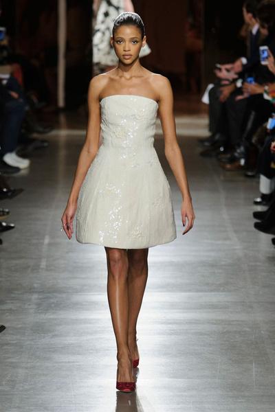 Показ Oscar de la Renta на Неделе моды в Нью-Йорке | галерея [1] фото [19]