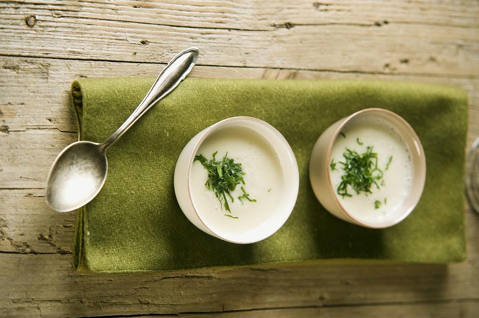 Суп-пюре из пастернака с цветной капустой