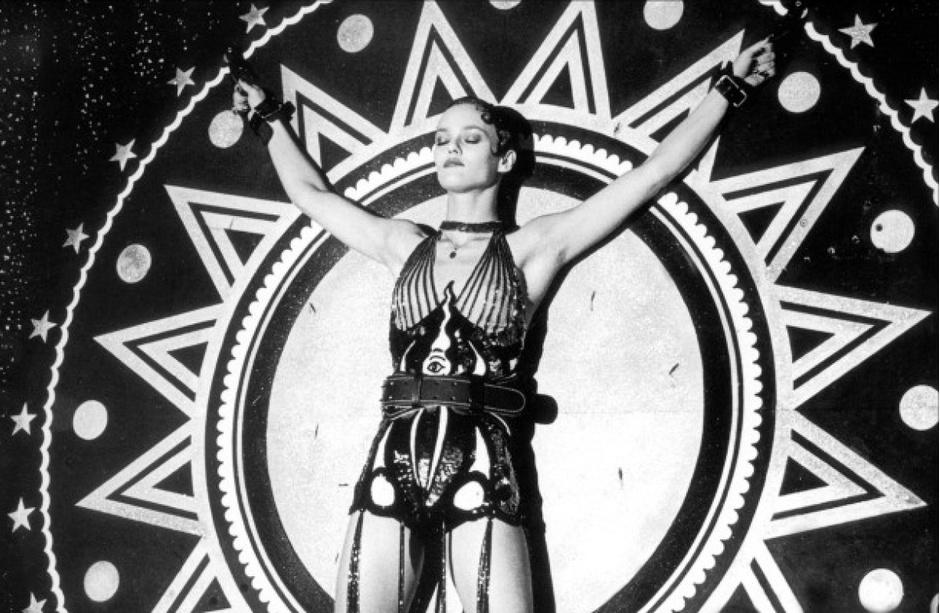 Кадр из фильма «Девушка на мосту»