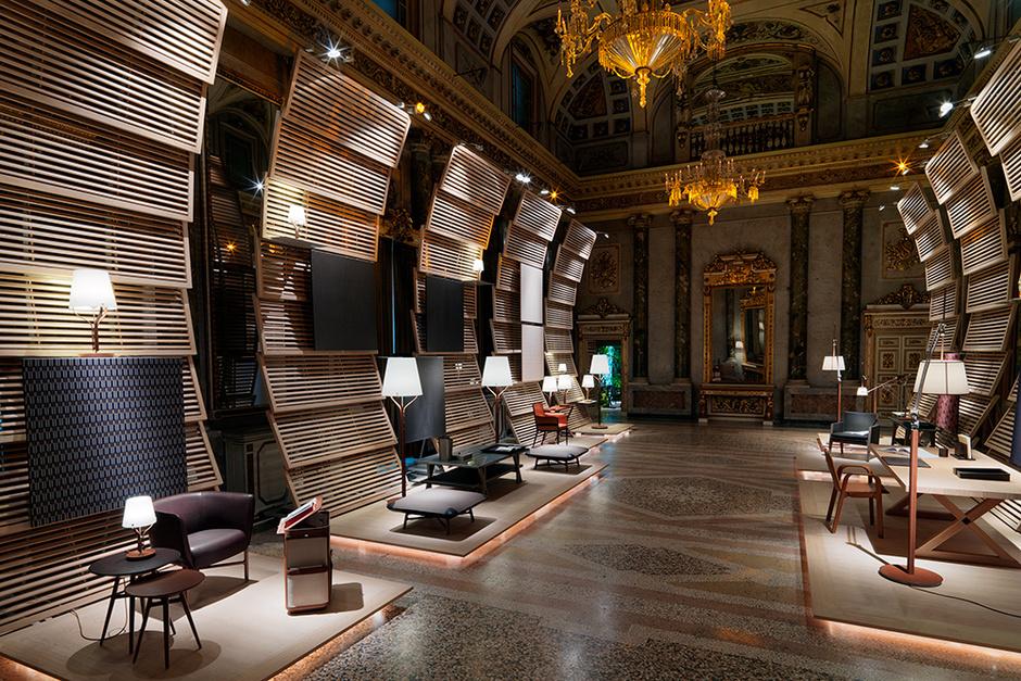 Премьера коллекции состоялась в роскошных интерьерах палаццо Сербеллони в Милане в дни выставки дизайна i Saloni 2014.