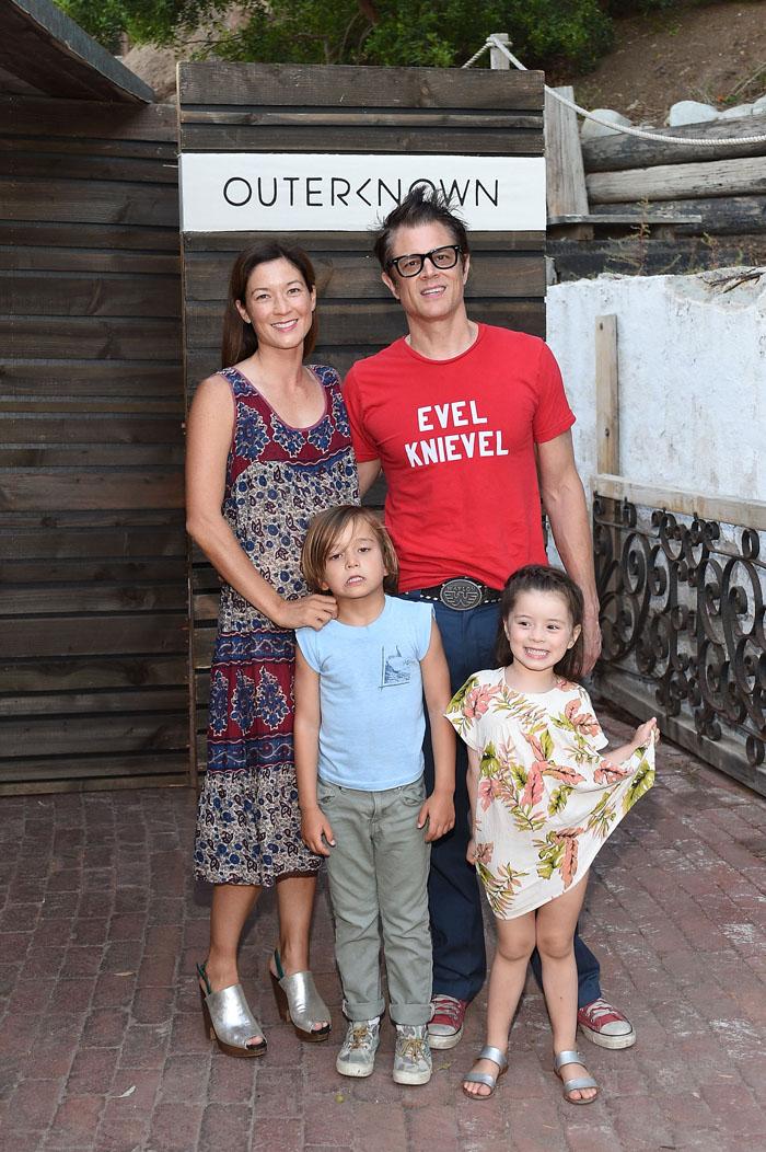 Джонни Ноксвилл с семьей: фото 2015