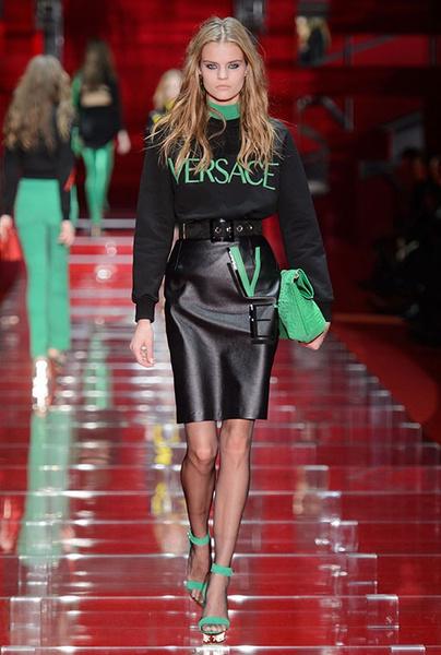 Показ Versace на Неделе моды в Милане | галерея [1] фото [16]
