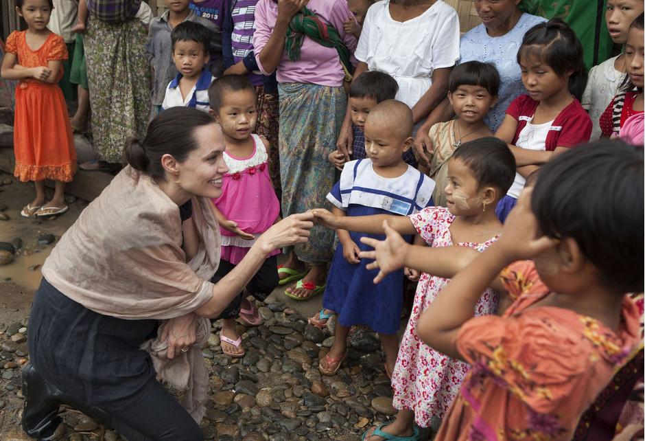 Джоли потребовала отПитта миллионы долларов алиментов