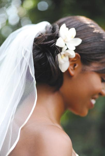 Как украсить цветами свадебную прическу | галерея [3] фото [1]