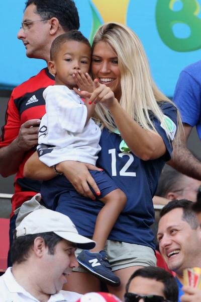 Жена Рио Мавуба Элоди с сыном