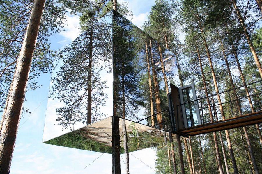 Футуристический отель на деревьях Treehotel в Швеции