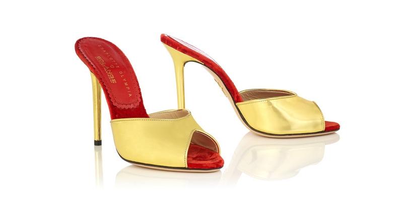 Золотые босоножки без пятки в ретро-стиле
