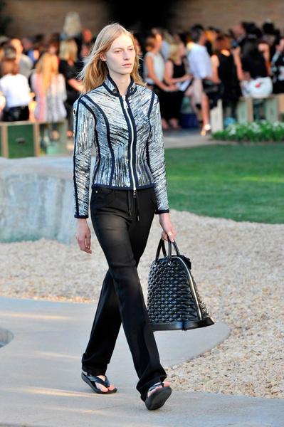 Показ круизной коллекции Louis Vuitton в Палм-Спринг | галерея [1] фото [8]