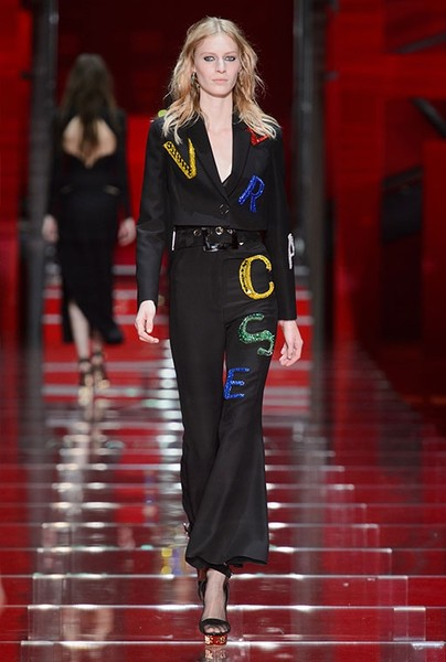 Показ Versace на Неделе моды в Милане | галерея [1] фото [26]