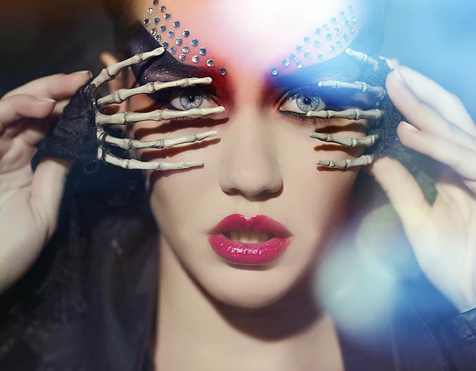 Страшно красивые: стилисты комментируют луки звезд на Хэллоуин