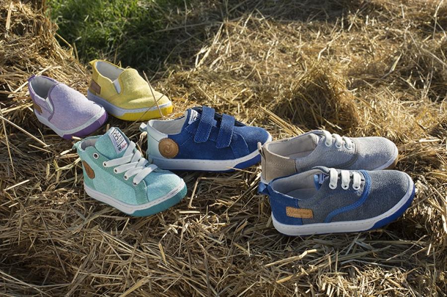 обувь на траве