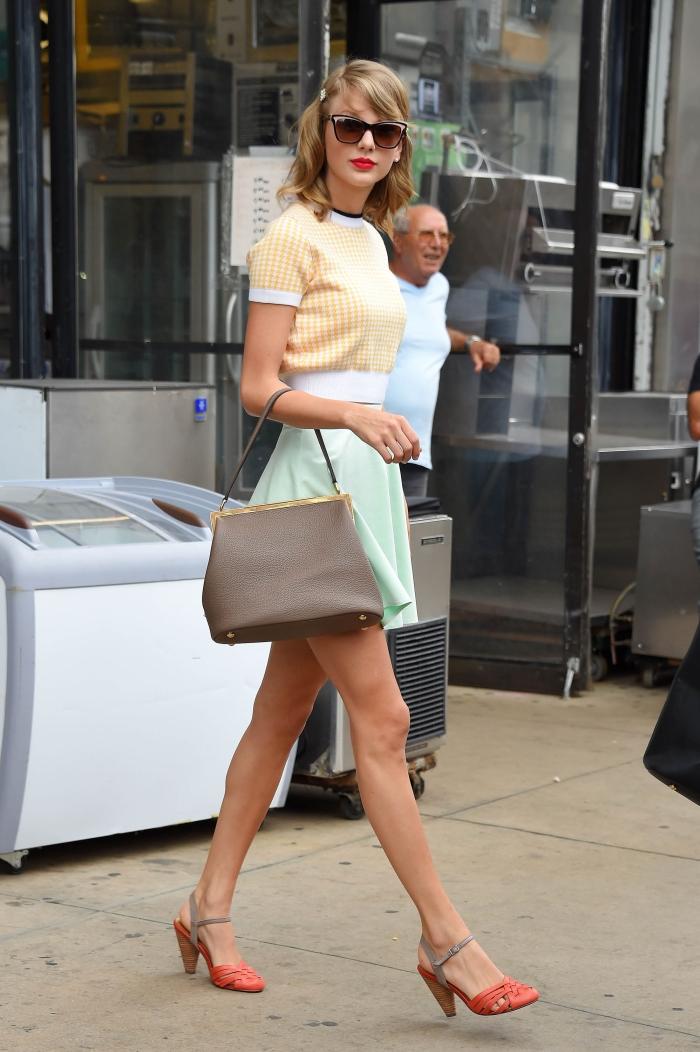 Тейлор Свифт в короткой юбке: фото