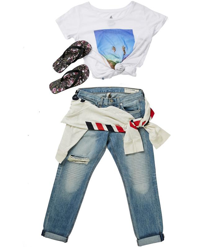 Джинсы Rag & Bone 15150 руб., кофта Wildfox 9650 руб., футболка Volcom 3135 руб., шлепки Givenchy 11950 руб.