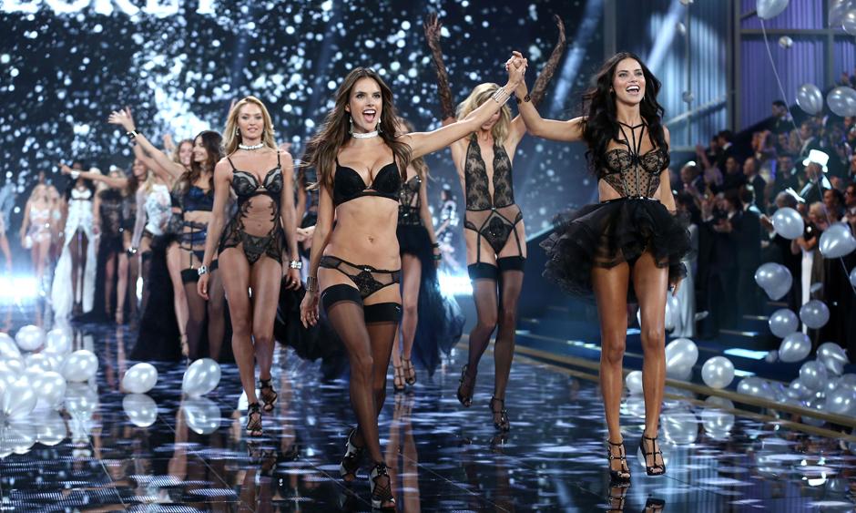 новое шоу Victoria's Secret пройдет в Париже