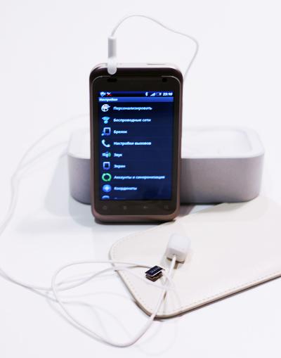 HTC Rhyme с брелоком