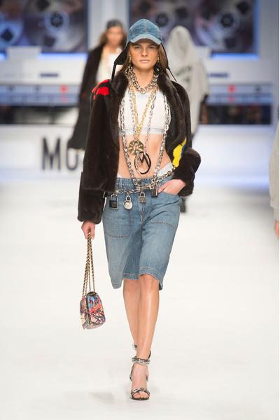 Показ Moschino на Неделе моды в Милане | галерея [4] фото [9]