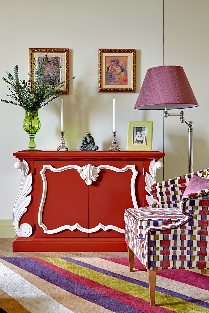 Фрагмент гостиной. Комод, Dorothy Draper Collection, Kindel Furniture.