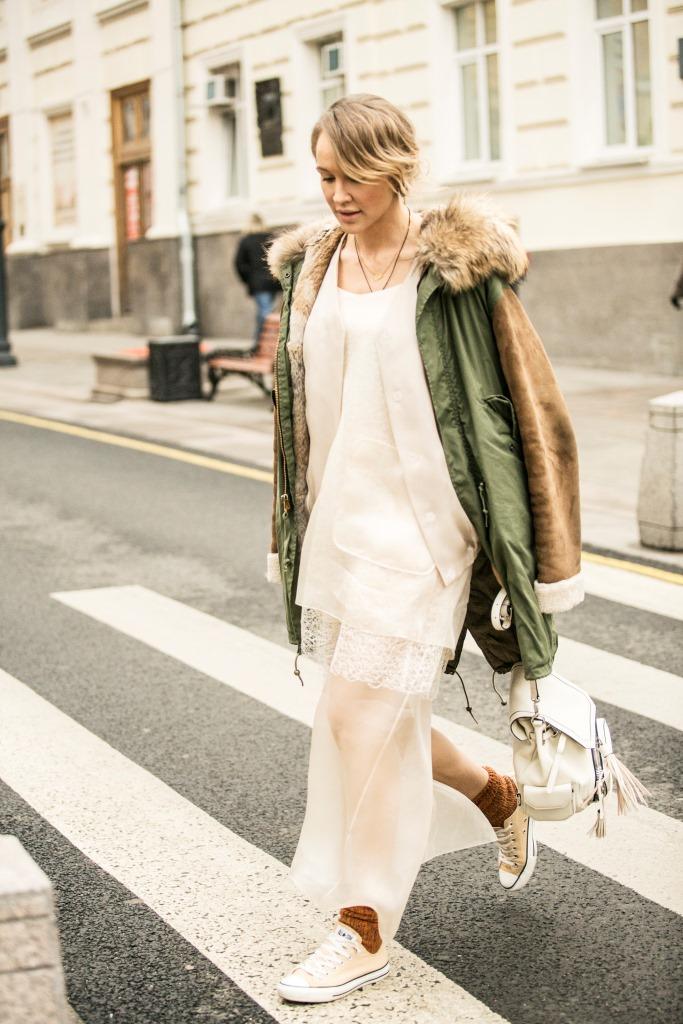 Парка Mr&Mrs Furs; шелковый бомбер Ruban; шелковое платье Ruban; рюкзак - коллаборация Young&Beautiful x Nasha Mekraksavanich; кеды Converse
